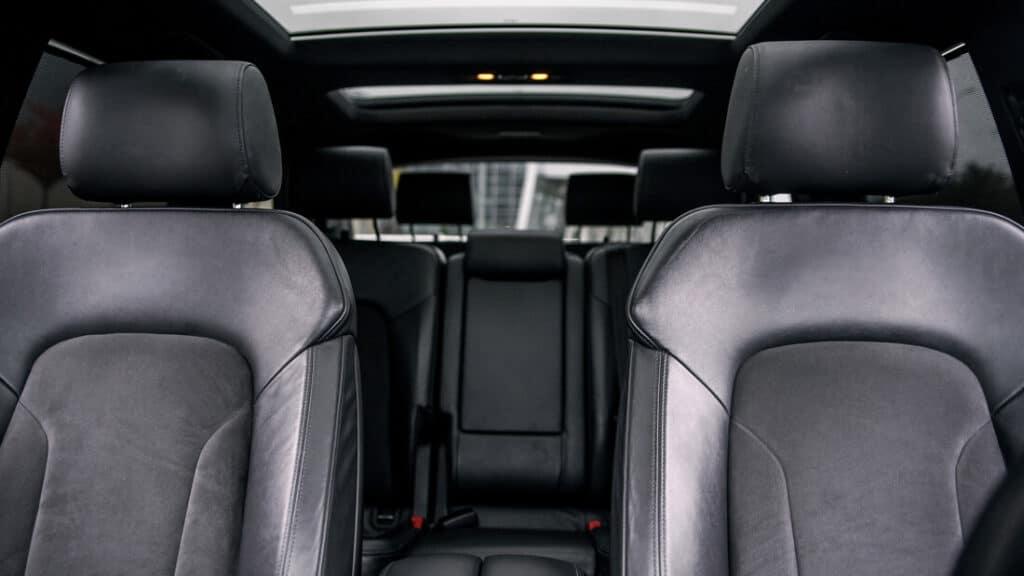 interior coche limpio con ozono